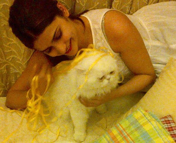Prachi Desai - How do I not just eat up this lil cutie!!! .  Pic Courtesy: Twitter