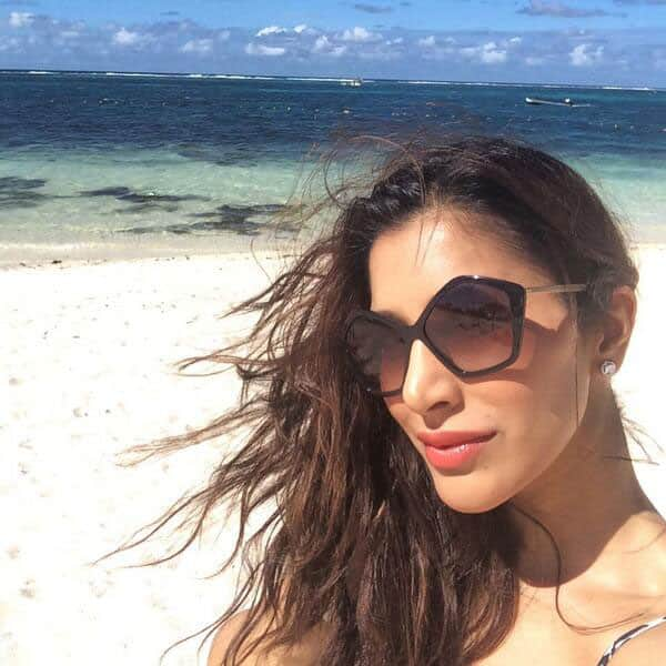 SOPHIE CHOUDRY - Rocking gig in #Mauritius last nite, beautiful #beach time today & back to #Jhalak tom!.  Pic Courtesy: Twitter
