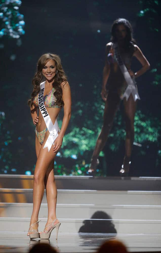 Miss Mississippi USA Chelsea Reardon participates in the bathing suit competition during the 2014 Miss USA preliminary competition in Baton Rouge, La.