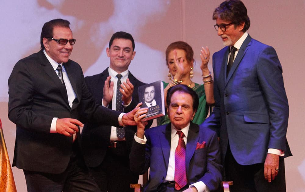 Dharmendra, Aamir Khan, Saira Banu and Amithabh Bachchan with Dilip Kumar during the launch of his autobiography.