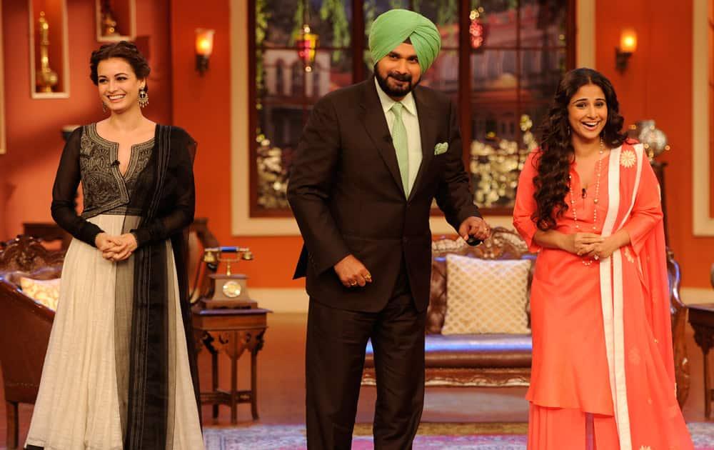 Navjot Singh Sidhu with Diya Mirza (L) and Vidya Balan (R)