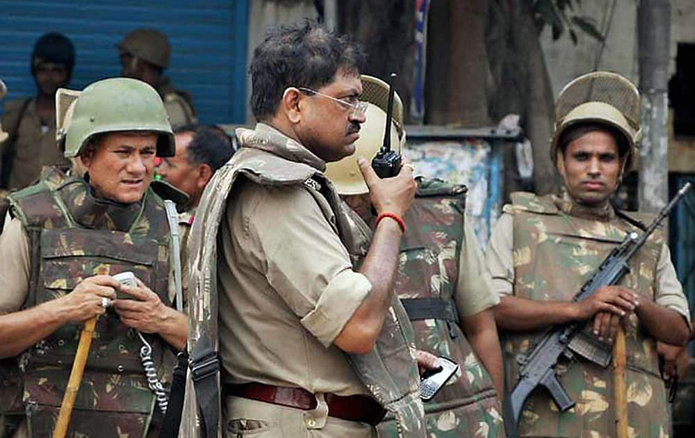 A senior police officer giving instructions during violent clashes between two communities over a land dispute in Saharanpur.