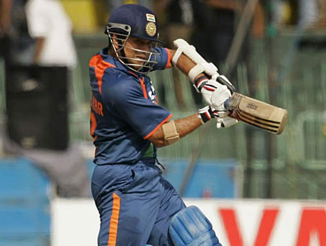 September 14, 2009: India toured Sri Lanka for a triangular series where New Zealand was the third team. India reached the final where they were up against the hosts. Dravid and Tendulkar opened the innings and added 95 runs for the first wicket in 17.2 overs before Dravid was dismissed by Jayasuriya. Tendulkar was in good rhythm and he followed the first dismissal with a 110-run stand with MS Dhoni for the second wicket partnership. Tendulkar also stitched 71 runs with Yuvraj Singh for the third wicket before being dismissed by Ajantha Mendis. It was a superb knock from the Little Master and he hammered 10 boundaries and a six during his stay at the crease. India reached a score of 319/5 in 50 overs and the bowlers did the rest of the job for MS Dhoni. Result: India won by 46 runsMan of the Match: Sachin Tendulkar -
