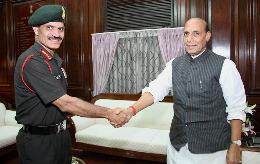 Chief of Army Staff General Dalbir Singh calls on Home Minister Rajnath Singh in New Delhi.