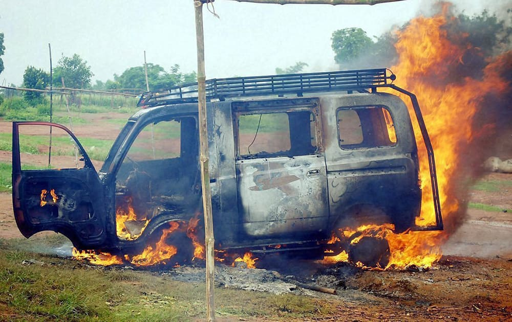 Miscreants set a vehicle on fire at Mander during Ranchi bandh against Chanho communal riots.