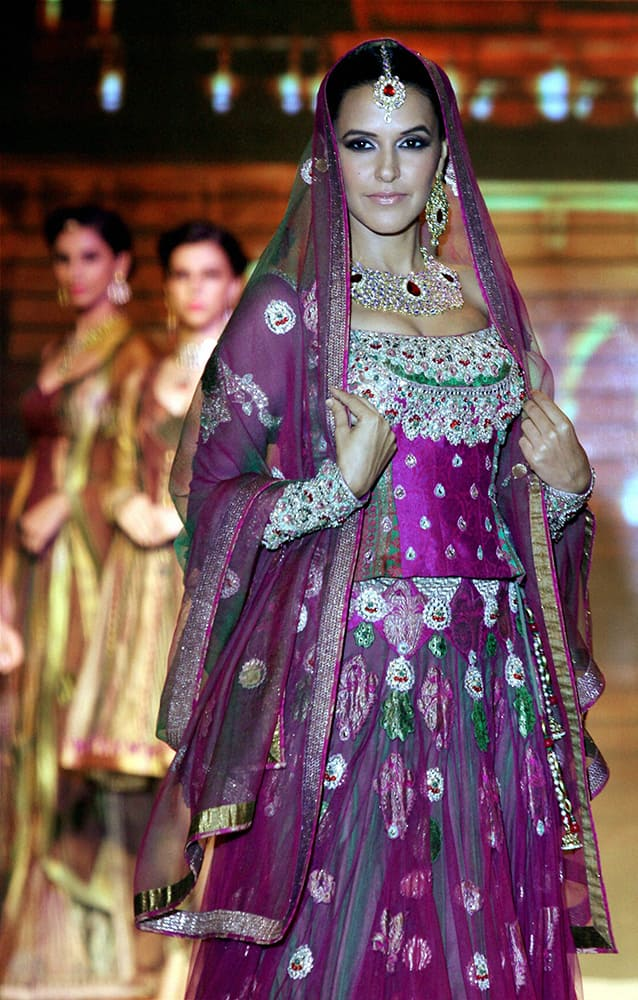 Bollywood actress Neha Dhupia scorches the ramp in a jewellery design by Queenie Singh during the India International Jewellery Week.