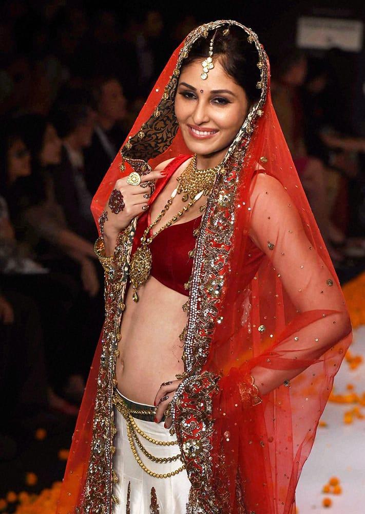 Miss India Pooja Chopra displays a bridal jewllery collection during the India International Jewllery Week in Mumbai.