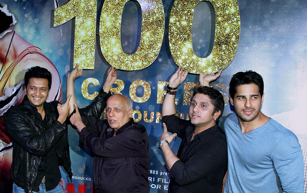 Riteish Deshmukh (L), filmmakers Mahesh Bhatt (second L) and Mohit Suri (second R) and actor Siddharth Malhotra during the success party of Ek Villain.