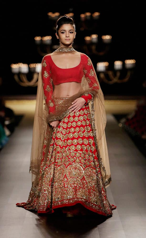 Bollywood actor Alia Bhatt walks the ramp at the India Couture Week 2014 in New Delhi.