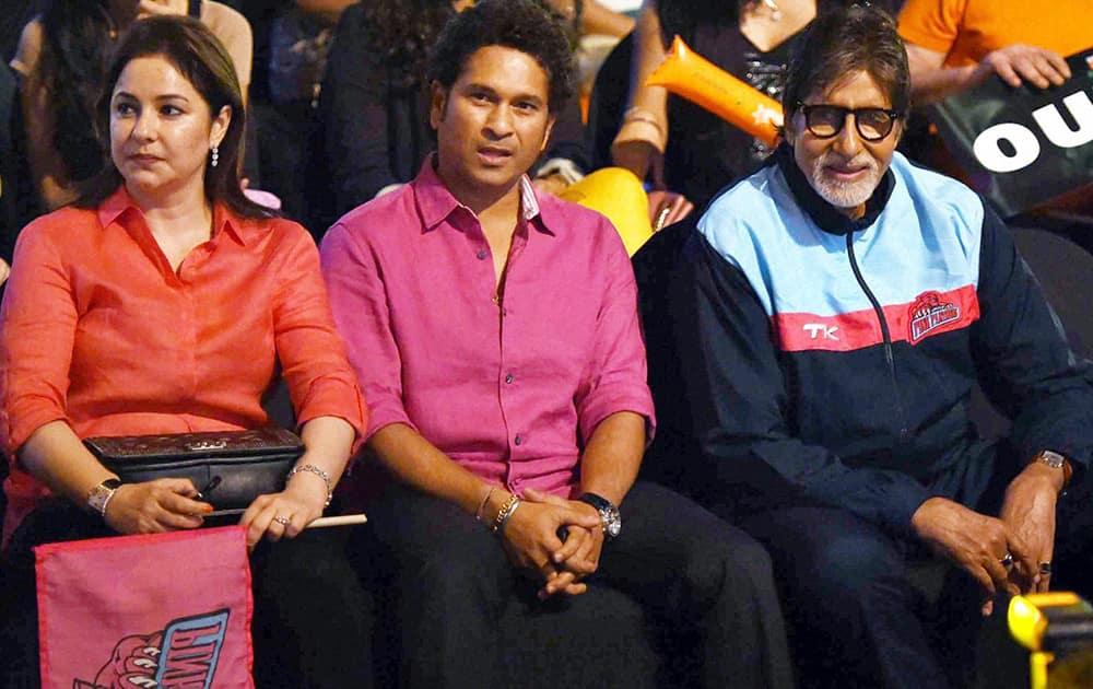 Amitabh Bachchan and cricket legend Sachin Tendulkar and his wife Anjali during the pro kabaddi match played between U Mumba and Pink Panthares in Mumbai .