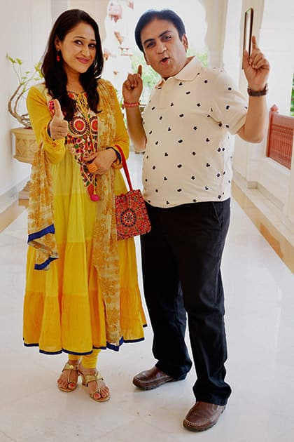 Film and Television actor Dilip Joshi and Disha Vakani during a press conference in Jaipur.