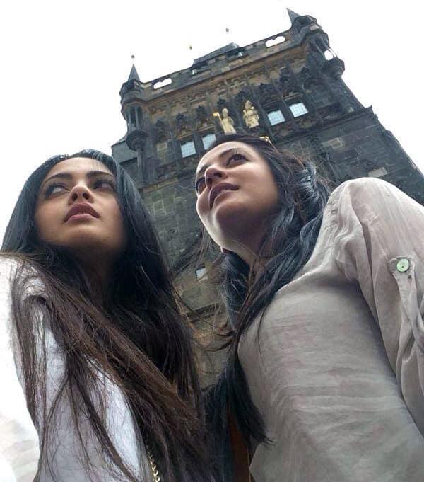 raima sen  Charles bridge .... Prague with @riyasen_  Pic Courtesy: twitter