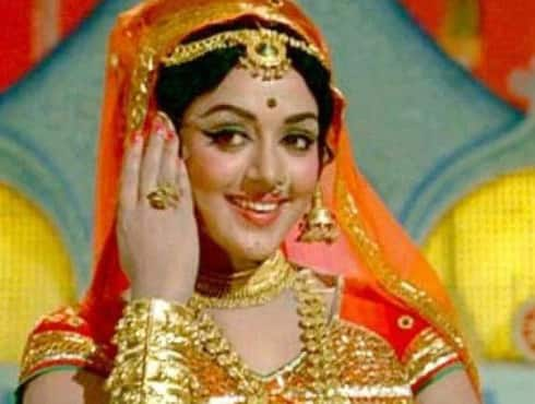 It was during the mid 70's when Hema Malini was endowed with the title of 'Dream girl' by her fans. It was in 1977, that she starred in the movie with the same name opposite her husband Dharmendra. The story revolves around Hema Malini who played five different characters- Sapna, Padma, Champabai, Dream girl, and Rajkumari- to steal money in order to run an orphanage.  The movie proved to be a dud at the Box Office but Hema continued to remain the ultimate `Dream Girl`. - Spice Team