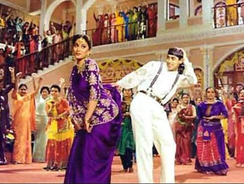 Madhuri Dixit starrer 'Hum Aapke Hain Kaun' became the highest grossing Bollywood film after its release and held the record for 7 years. Madhuri Dixit won the Filmfare Award for Best Actress in a leading role. The song 'Didi tera devar deewana' picturised on Madhuri went on to become a cult song of Bollywood. - Spice Team
