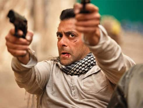 Salman Khan does it again. After giving huge blockbusters in the recent years, Salman now holds the record of the biggest opening day collection with his new release 'Ek Tha Tiger', which has earned Rs 33 crores in its first day. The record was earlier held by Hrithik Roshan starrer 'Agneepath', which had released earlier this year.  The film is Salman Khan's first venture with Yash Raj Films. Directed by Kabir Khan, the film also stars Salman's alleged ex-girl friend Katrina Kaif. The film, which is worth Rs 75 crores, is expected to break all records and collect more than 200 crores according to trade pundits.