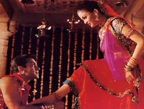 'Hum Dil De Chuke Sanam', directed by ace director Sanjay Leela Bhansali, released in 1999. It was made on a budget of 17 crores. The Salman Khan-Aishwarya Rai starrer went on to gross 32.5 crores.  The film won 2 National and 9 Filmfare Awards.