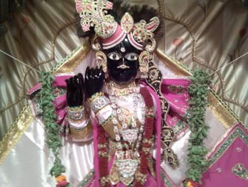 The Bankey Bihari is dedicated to Shri Krishna who is seen standing in the Tribhanga posture. Popular for Jhoolan and Janmashthami celebrations, the Bankey Bihari temple was built by Swami Haridas. Banke Bihari is believed to be a late riser and doesn't wake up before 9am.  The Mangal Aarti in the temple is sung only during Janmashtami.Pic courtesy: tatiyasthanvrindavan.blogspot.in - Spice Team