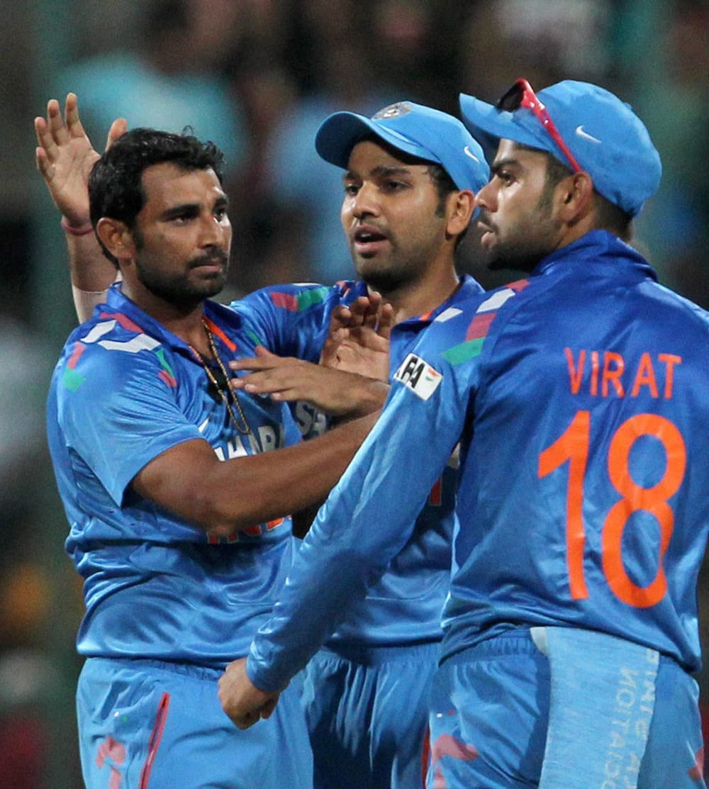 Mohd Shammi Ahmed with team mates celebrate the wicket of Aaron Finch during the 7th ODI against Australia at Chinnaswamy stadium in Bengaluru.