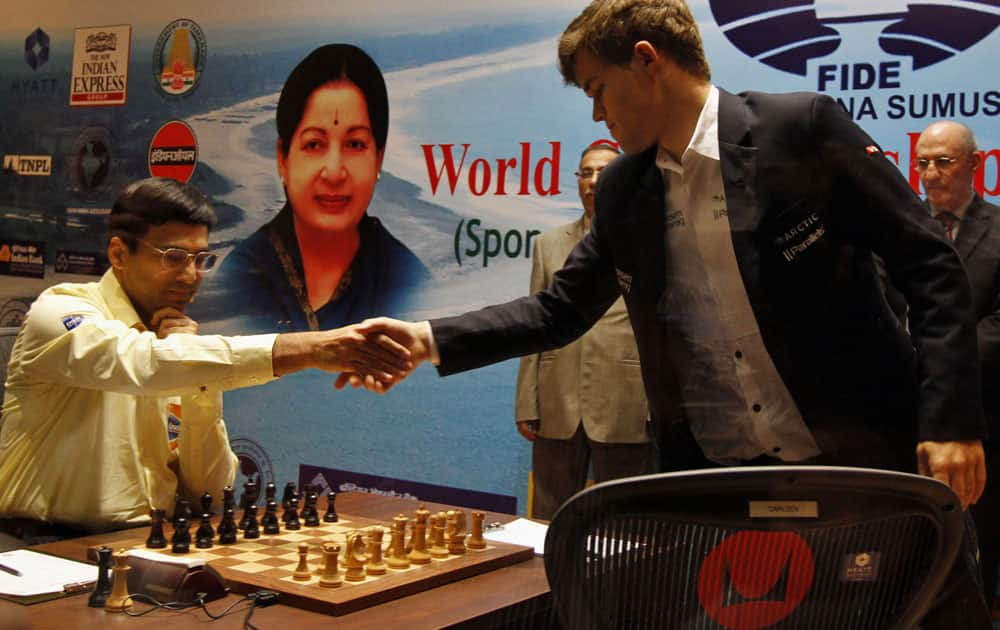 Norway's Magnus Carlsen, right, shakes hands with reigning world chess champion India's Viswanathan Anand during the Chess World Championship match in Chennai.