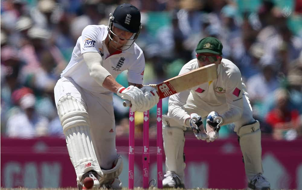 England's Ben Stokes, left, prepares to sweep Australia's Nathan Lyon for 4 runs as Brad Haddin sets up behind the stumps during their Ashes cricket test match at the Sydney Cricket Ground in Sydney.