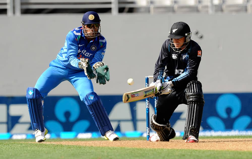 New Zealand's Luke Ronchi, right, bats in front of India's MS Dhoni in the third one-day International cricket match at Eden Park in Auckland