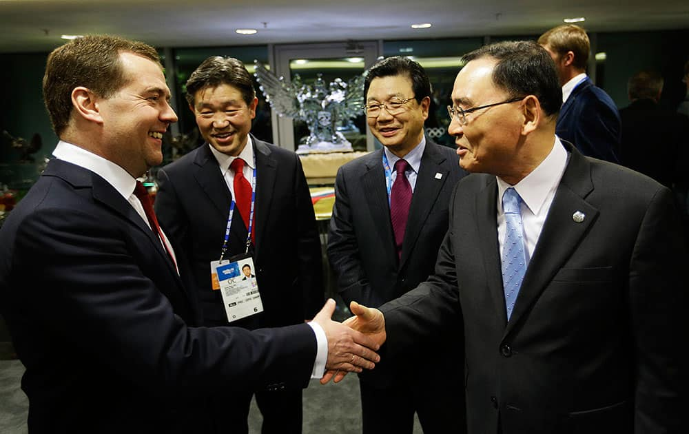 Russian PM Dmitry Medvedev, left, greets South Korean Prime Minister Chung Hong-won, right as Kim Jin-sun, head of the Pyeongchang Organizing Committee, center right, and Lee Seok-rai, mayor of Pyeongchang, look on in the presidential lounge before the 2014 Winter Olympics closing ceremony.
