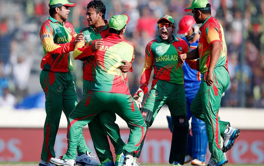 Bangladesh's bowler Shakib Al Hasan, second from left, celebrates with teammates the dismissal of Afghanistan's batsman Najibullah Taraki during their ICC Twenty20 Cricket World Cup opening match in Dhaka.