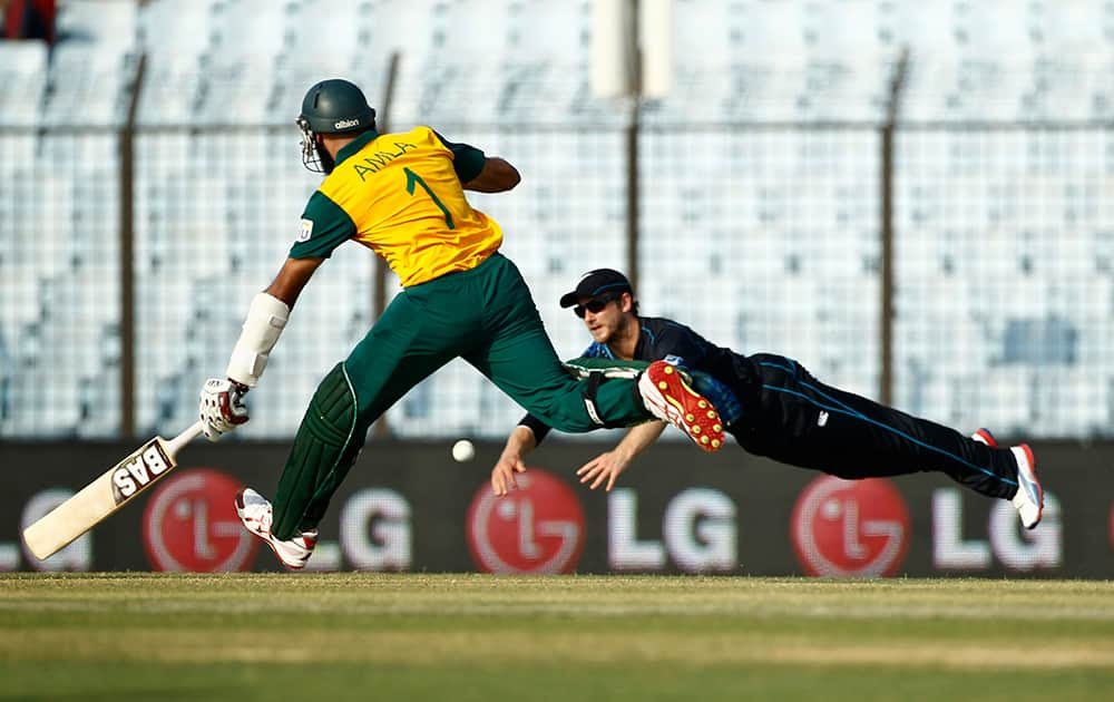 New Zealand's Kane Williamson, right, drives to break the wickets, as South Africa's Hashim Amla runs to make his ground during their ICC Twenty20 Cricket World Cup match in Chittagong, Bangladesh.