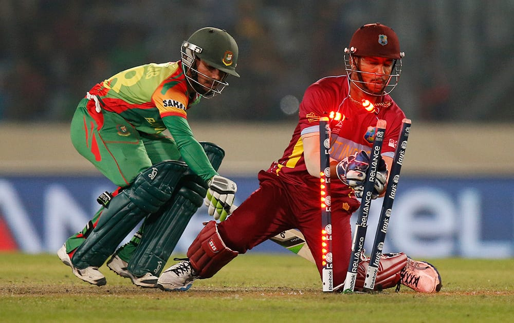 West Indies' wicketkeeper Lendl Simmons, right, attempts unsucessfully to dismiss Bangladesh batsman Mominul Haque, left, during their ICC Twenty20 Cricket World Cup match in Dhaka, Bangladesh.