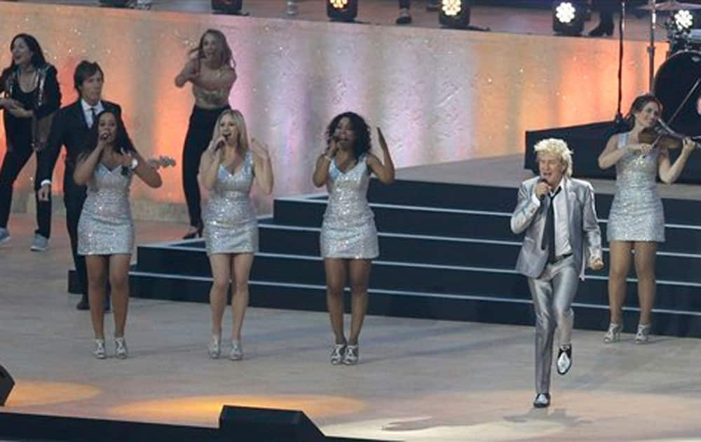 Singer Rod Stewart, second right, performs during the opening ceremony for the Commonwealth Games 2014.