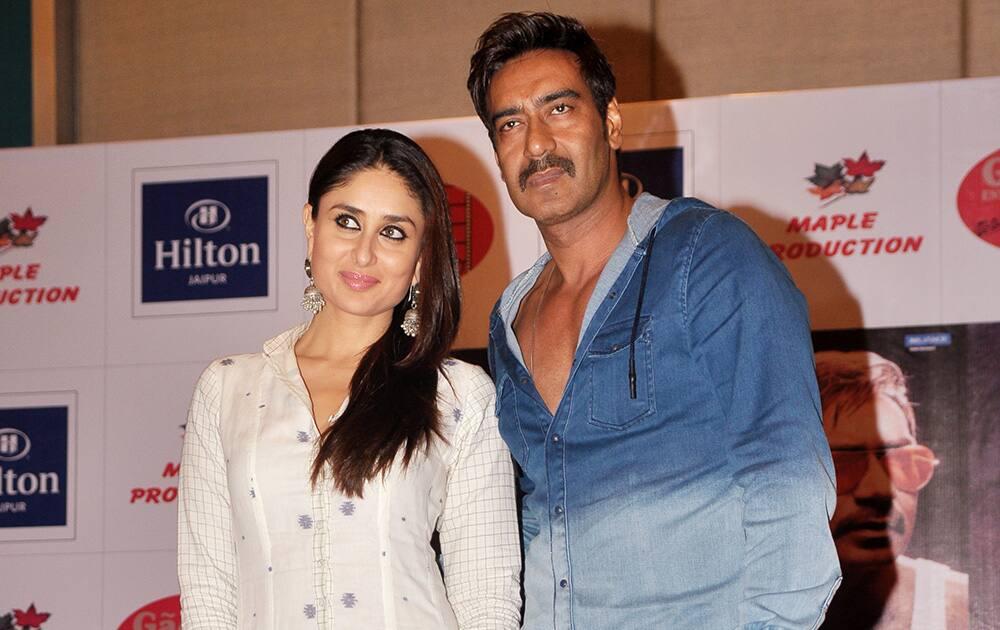 Kareena Kapoor (L) and Ajay Devgan (R) at the promotion of thier upcoming film 'Singham Returns' in Jaipur.- Dalbeer Singh Negi.DNA