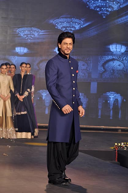 SHAH RUKH KHAN AT HNY TRAILER LAUNCH IN MUMBAI.