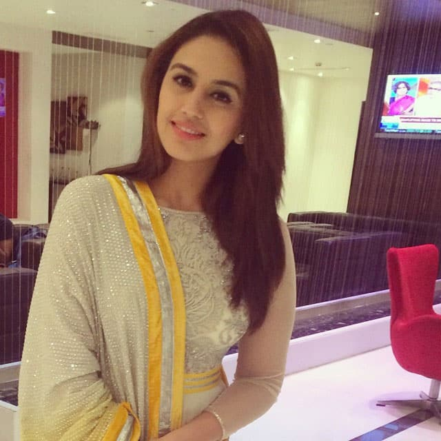 Huma Qureshi - Some more yellow .. From Varun Bahl .. Enroute a friends wedding in Hyderabad. -instagram