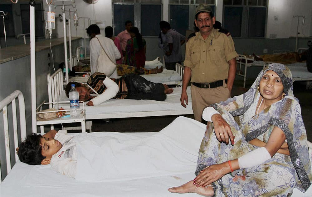 Injured persons being treated at Government Hospital in Jammu on Sunday after a landslide at Sanjhi Chat near the shrine of Mata Vaishno Devi.
