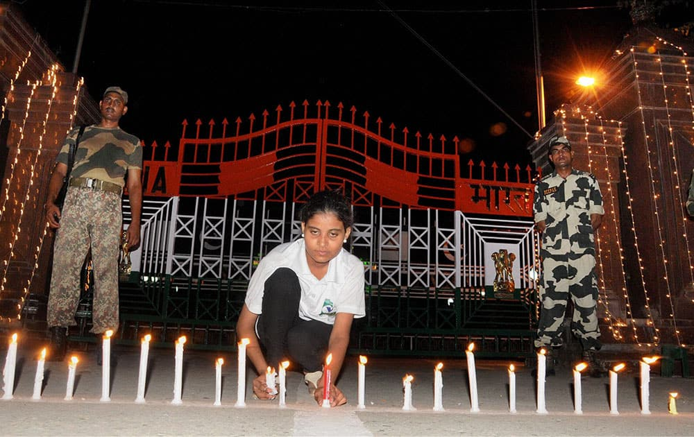 Peace activists lighting candle at Indo-Pak border in Attari on the midnight of India`s and Pakistan`s Independence Day.