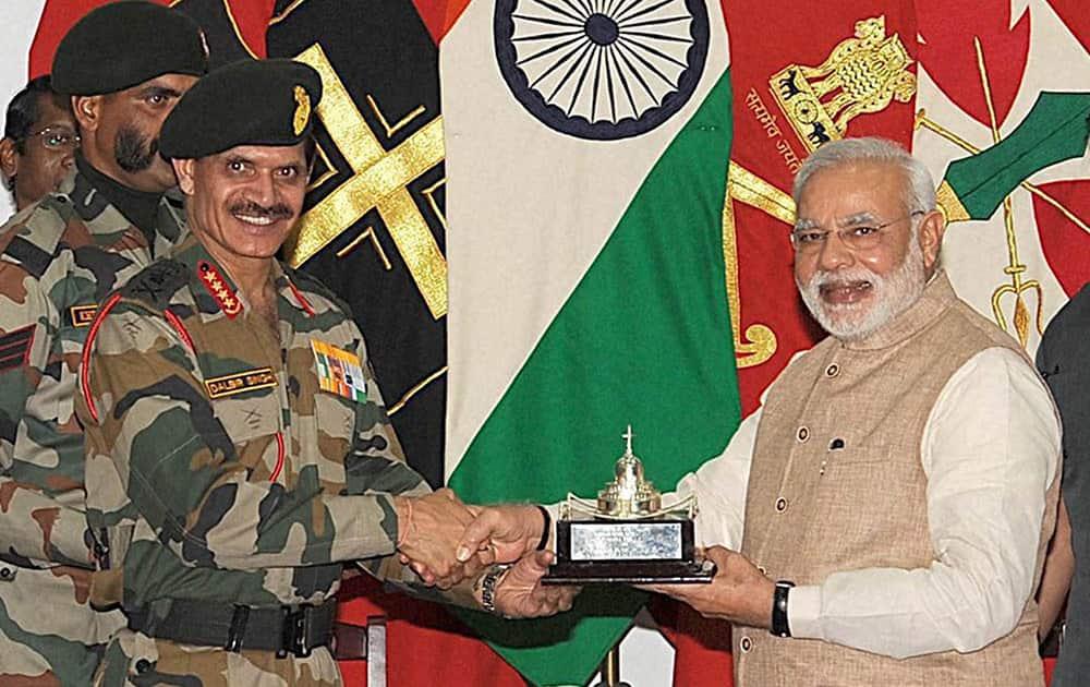 Chief of Army Staff, General Dalbir Singh presenting a memento to the Prime Minister Narendra Modi at Leh.