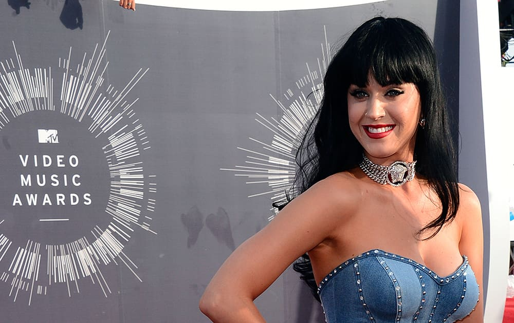 Katy Perry arrives at the MTV Video Music Awards at The Forum in Inglewood, Calif.