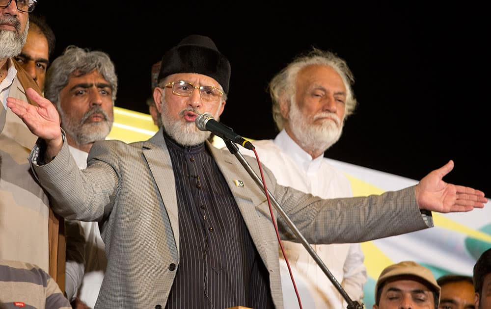 Pakistan's Muslim cleric Tahir-ul-Qadri announces the failure of negotiations with the government, in Islamabad.