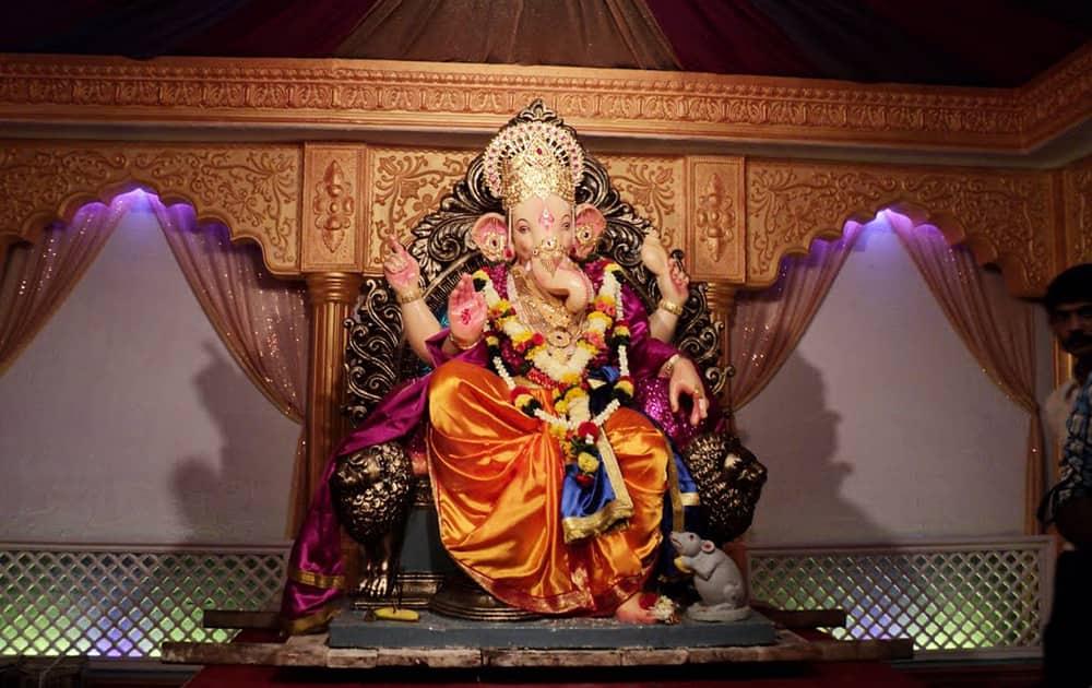 Mumbaicha Suvarna Raja