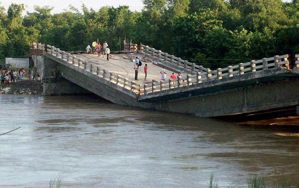 A 98-metre long under construction bridge collapses over a stream of Bagmati and Lakhani rivers in Muzaffarpur district of Bihar.