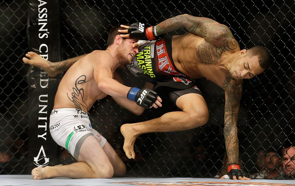 Yancy Medeiros, right, escapes the grasp of Damon Jackson during the first round of a lightweight mixed martial arts bout at UFC 177 in Sacramento, Calif.