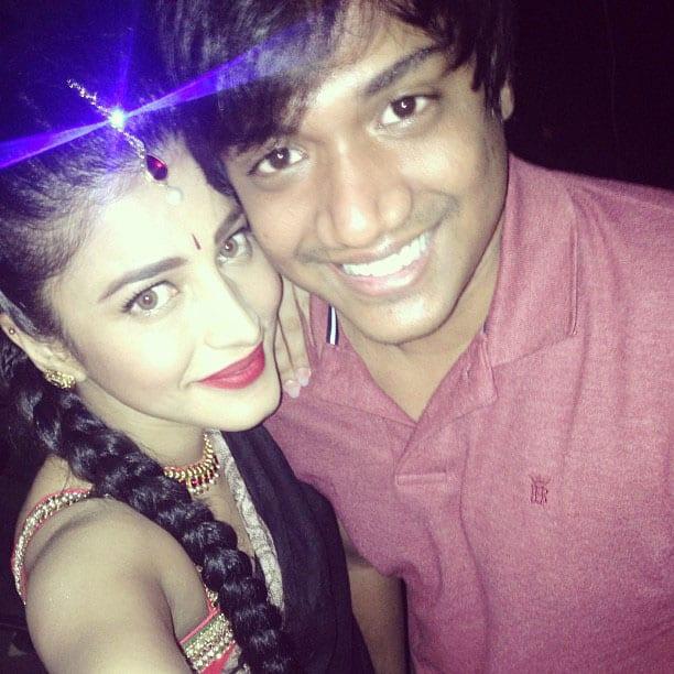 shruti haasan - My baby bro @sanjay1011 visits me on the sets of poojai yay!! -instagram.