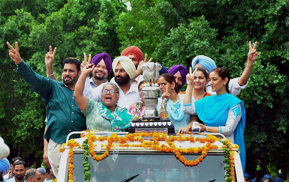 Officials and students of Punjabi University jubilate welcoming the Maulana Abul Kalam Azad (MAKA)Trophy at the university in Patiala.