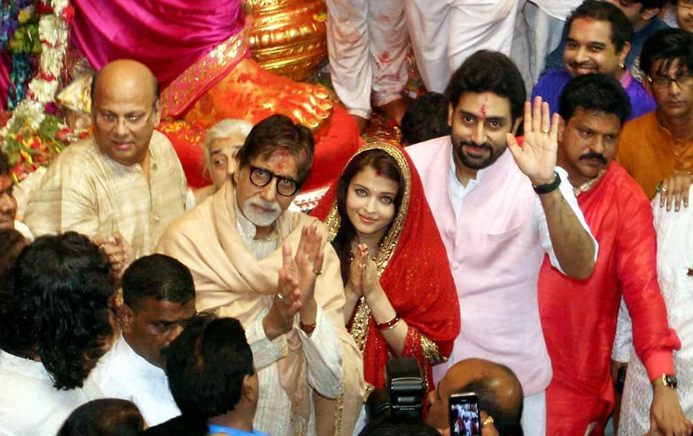 Amitabh, Aishwarya and Abhishek Bachchan visit Lalbagucha Raja Mandal at Lalbaug in Mumbai.
