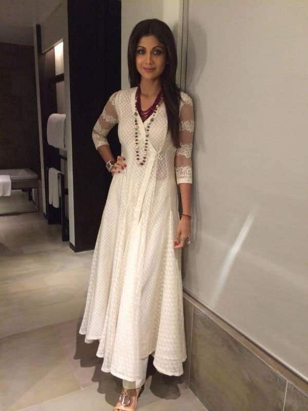 SHILPA SHETTY - Wearing a Neeta Lulla creation with Jewels by Priyanka Sharma :) -twitter