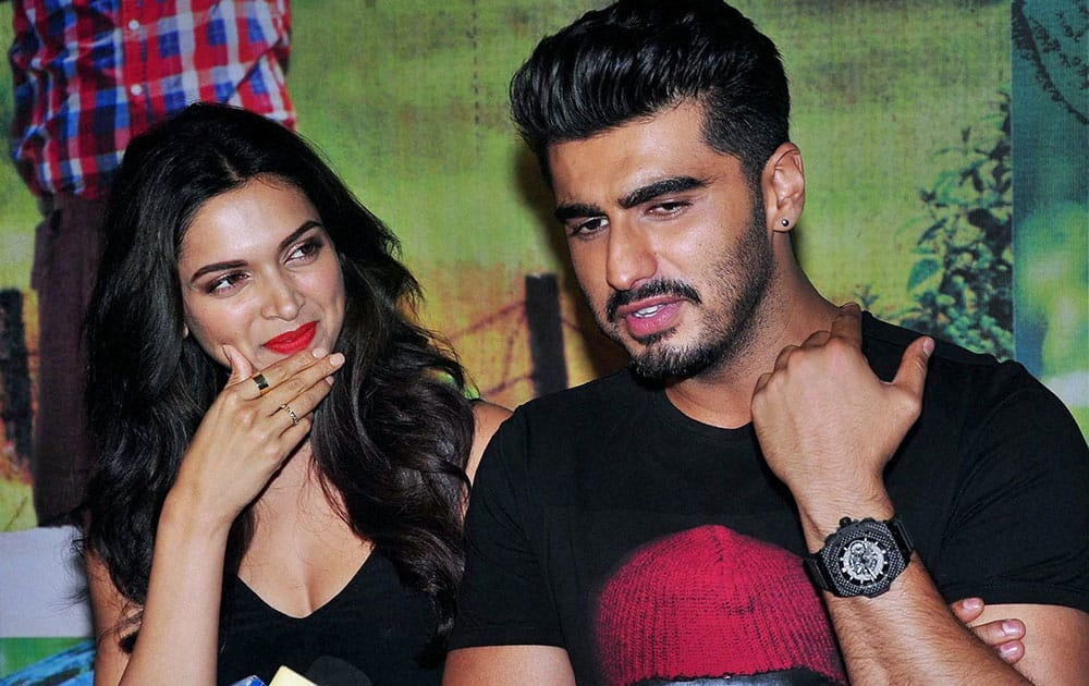 Bollywood actors Deepika Padukone and Arjun Kapoor duirng special screeing of their film Finding Fanny.