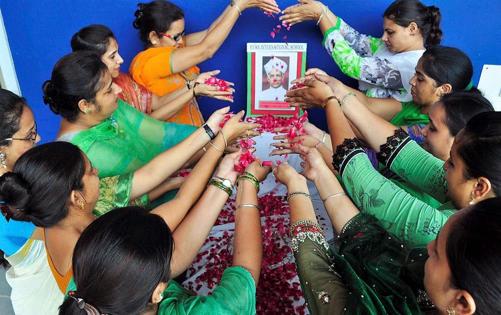 Teachers paying tributes to Sarvepalli Radhakrishnan on the eve of his birthday celebrated as Teacher's Day in Patiala.