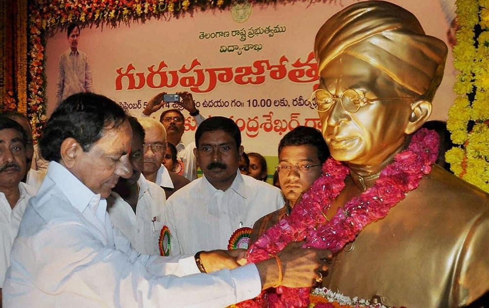 Telangana CM K Chandrashekhar Rao garlanding a bust of Dr Sarvepalli Radhakrishnan at Ravindra Bharathi in Hyderabad.