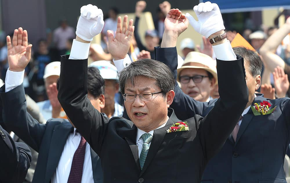 South Korean Unification Minister Ryoo Kihl-jae gives three cheers for the country during a ceremony to mark the Chuseok, the Korean version of Thanksgiving Day, at the Imjingak Pavilion, near the demilitarized zone of Panmunjom, in Paju, South Korea.