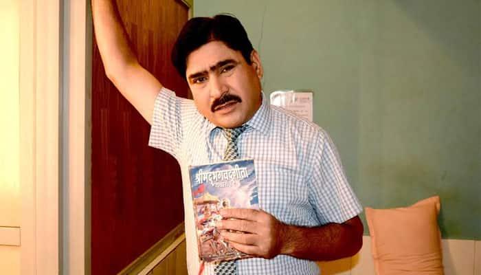 Bhagwan Das of 'Neeli Chhatri Wale' takes up reading the Bhagwad Gita